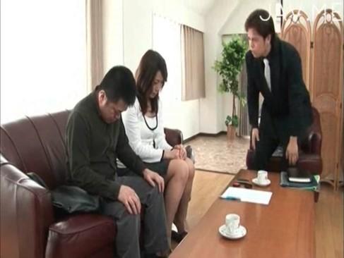 極美女人妻が夫のギャンブルの借金返済に追われレイプされる