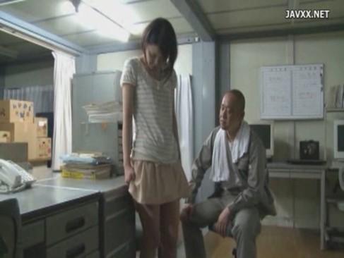 社長の娘が社員の男にレイプされて上と下のマンコを使われまくり!