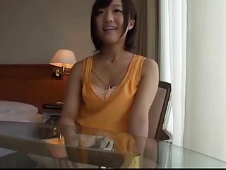 プロの男優のエロテクに興味津々で応募してきた可愛い若妻をハメ撮り!