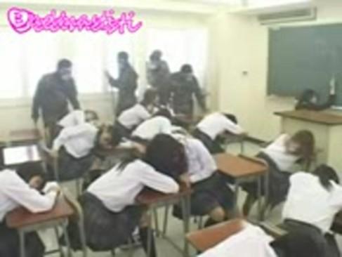 キチガイ集団が睡眠ガスで学校中のJKを眠らせ順番に中出しレイプしていくwww
