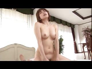 美形人妻がガン突きセックスで美尻にザーメンを浴びてお掃除フェラ