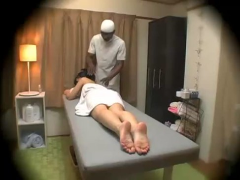 黒人マッサージ師に巨根を強制ドリルフェラさせられレイプされてる鬼畜動画www