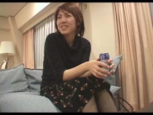 ナンパゲットしたクールなお姉さんをホテル連れ込み酔わせてハメ撮り!