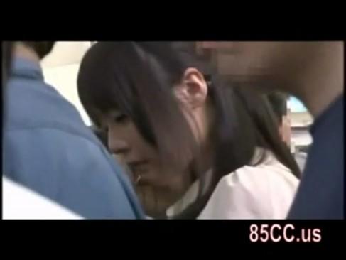 ロリ系美少女が電車で痴漢されそのままトイレに連れ込まれガチレイプ!