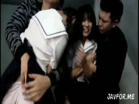 学校帰りに男2人に拉致監禁されレイプされるロリ系美少女JK