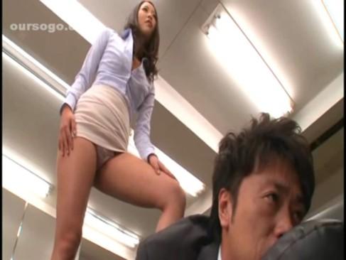 学園の何処でも誰でもクンニ・ファラ・セックスと性処理してくれる女教師!