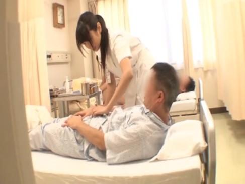 患者のチンポを機能検査すると称してガッツリハメちゃう変態ナースwwww