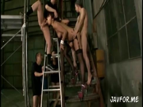 ハシゴの上に登って落ちないかドキドキしながら3Pセックスする痴女www