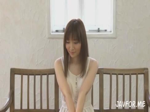 純粋そうな顔した夏木しずくちゃんがAVデビューでいきなり3P?!