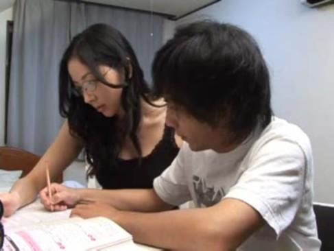 メガネの似合う知的な家庭教師のお姉さんに筆おろししてもらう童貞クソ羨ましいwwww
