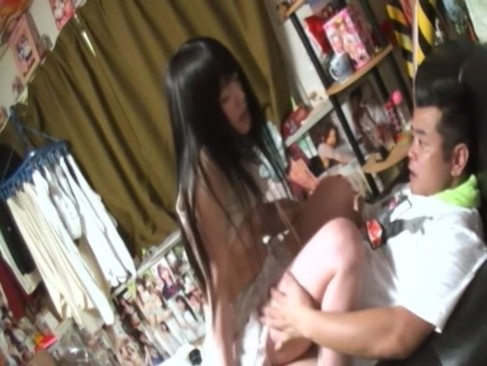 自宅に素人娘を連れ込みハメ撮りした個人撮影の動画が生々しすぎる