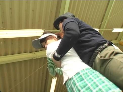 ゴルフ教室でロリ少女にチンポのしゃぶり方を教える糞インストラクターwwwww