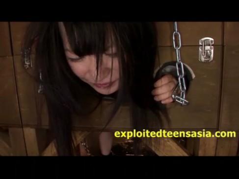 上原亜衣:ロリ系美少女が拷問器具に縛られてレイプされる