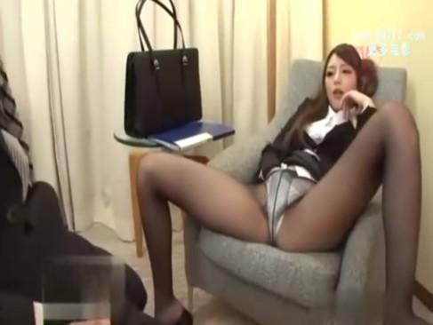 欲求不満なOLたちは男性社員を呼び出し誘惑して性欲解消してるらしいでwww