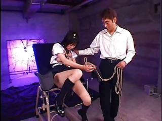 縄で縛られ身動きができない状態で男達に犯される美少女JK が哀れでエロい