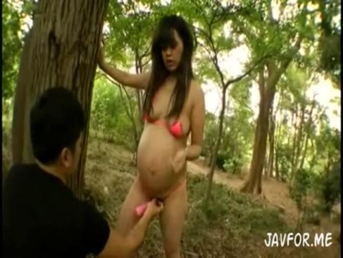 これは頭おかしいwww妊婦と野外で中出しファック![2]