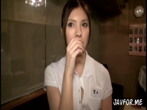 蒼木あすか:都内で可愛すぎると噂の看板娘をナンパして店内でハメ撮りセックス