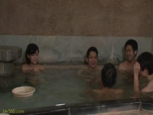 素人さやかちゃん19歳が賞金欲しさに混浴温泉に身を投じた結果wwww