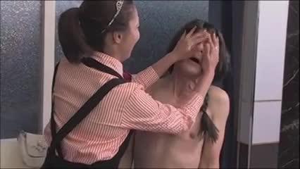 ハンバーガー屋で働いてた痴女人妻が女王様と化して肉棒を食い散らかす!