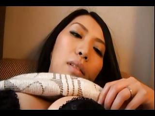 黒髪ロングの美人妻に人生初体験の不倫セックスハメwww