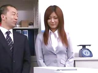 新入社員として入社したOLさとう遥希が人妻にも関わらずイラマチオやセックスを強要される