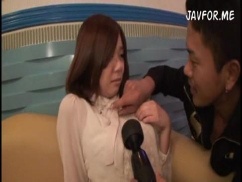 執拗におまんこを攻められてマン汁を垂らしまくるセックス大好き娘