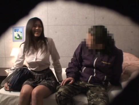 巨乳のJK風俗嬢にクンニ→交渉してセックスまで持ち込むw
