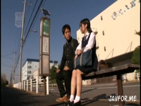 美巨乳女子校生がバスに乗ったら強制的フェラチオ→顔射される