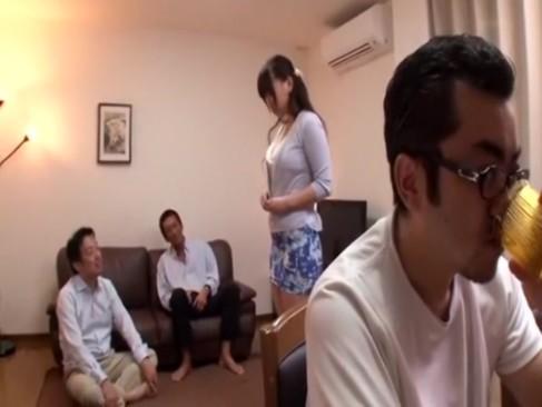 巨乳人妻が因縁をつけられ輪姦される