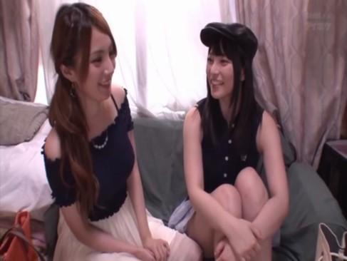 2人の巨乳トップAV女優が素人の童貞クン宅を突撃訪問して筆おろし