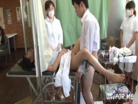 治療と称して勝手に生チンポ挿入!看護婦もグルだから安心しきってる患者たちw