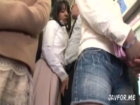 欲求不満な痴女たちが満員電車で男を逆痴漢して車内で中出しおねだり!