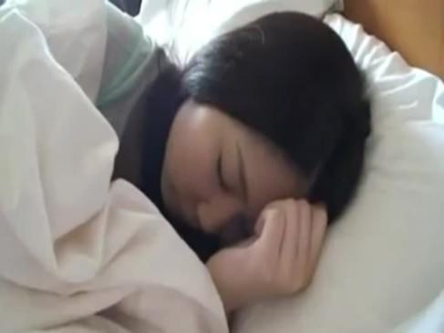 黒髪ロングの素人ロリ顔専門学生の寝込みを襲ってハメ撮りしたったw