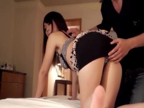 若いのに夫とセックスレスで欲求不満な素人妻が不倫相手とハメ撮りSEX!