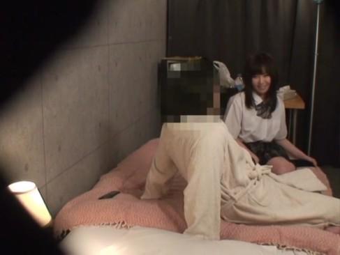 学校帰りの素人女子校生が制服のままキモオヤジと援交SEX→盗撮した映像が流出!