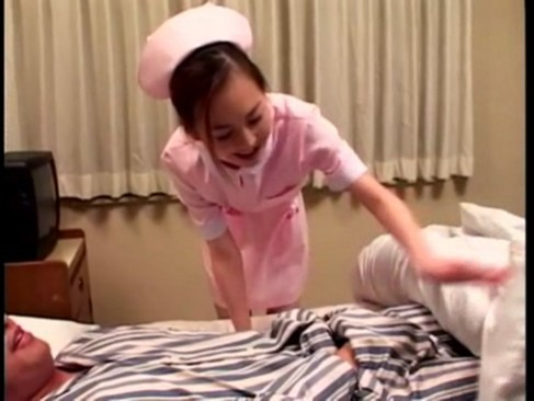 患者のチンポに跨って性欲解消する淫乱痴女ナース!