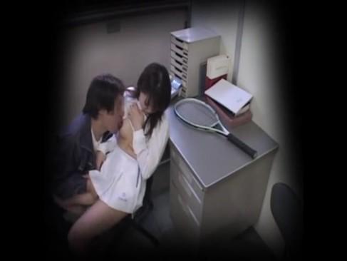 テニス部の素人女子校生が顧問にセクハラされ拒めず大量中出しされる盗撮映像が流出!