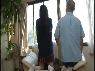 友達のお父さんとエッチしちゃうカワイイロリ女子校生を着衣のままハメ