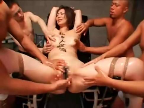 体育倉庫で生徒に輪姦レイプされザーメンが逆流するほど大量中出しされる巨乳女教師!