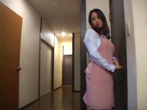 家のトイレで一人寂しくオナニーする巨乳人妻にチンポ挿入してあげたw