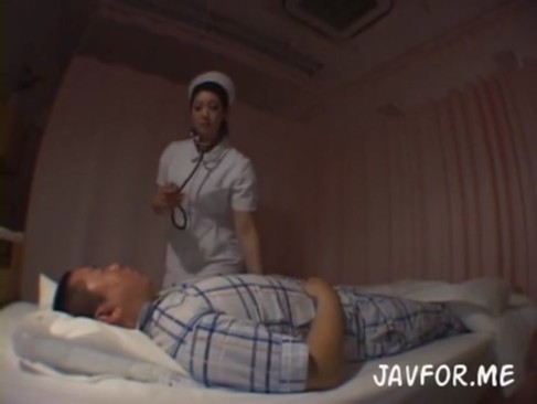 患者を診察と称して逆レイプして顔面騎乗しながらフェラ&手コキ責めするデカ尻痴女ナース