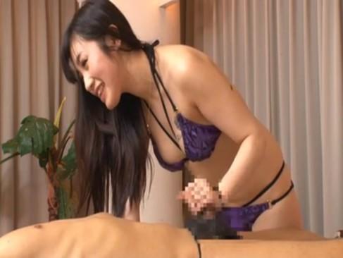 笑顔弾ける巨乳水着美女が性感マッサージでチンポを手コキフェラ抜きしてくれた!