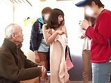電車の中でクソガキたちに襲われて中出しレイプされる2人の美女