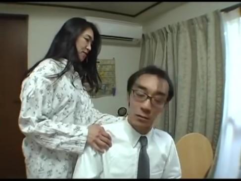 娘夫婦のSEX目撃した母が婿を誘惑寝取り