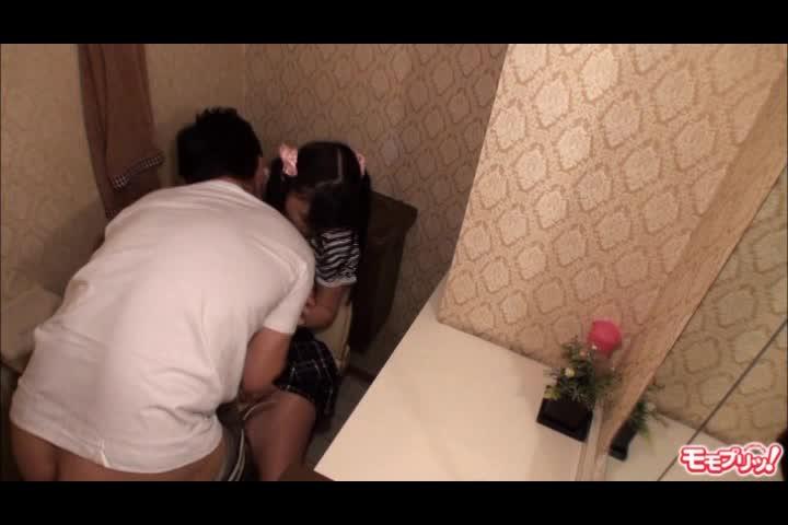 【ロリ】まだ毛も生えてないロリ妹のトイレに突撃パコって中出しする鬼畜兄