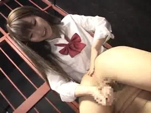 Sっぽい顔した痴女JKがM男オヤジを牢屋に監禁してペット調教手コキ抜き!