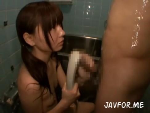 ロリ顔のスク水美少女がやってきてカワイイお顔にザーメン大量ぶっかけ