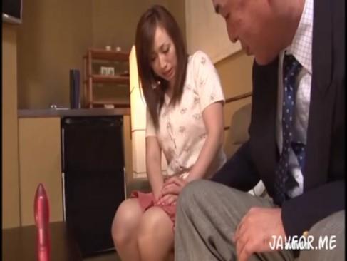 熟女人妻が変態親父から調教されアナル開帳に悶える淫乱ファック!