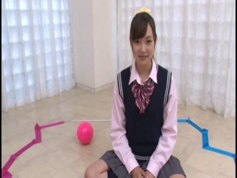 新体操が特技だというお嬢様の秋月有紗18歳がAVデビューでいきなり3P激ファックw