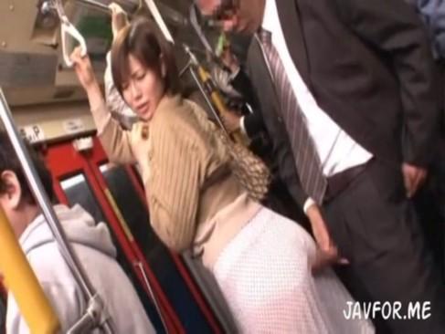 痴漢に怯えて声出せない巨乳素人娘にフェラ強要して生ハメ大量顔射!